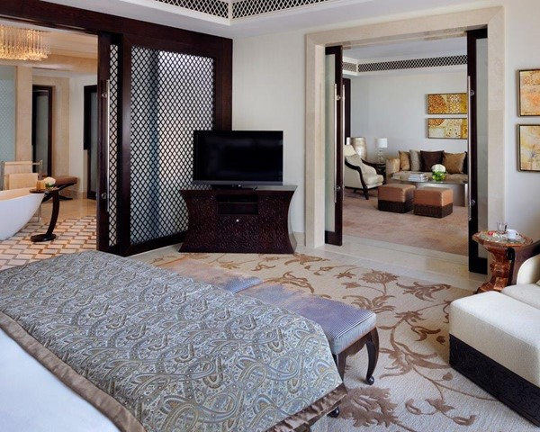 Palm Beach Pool Executive Suite